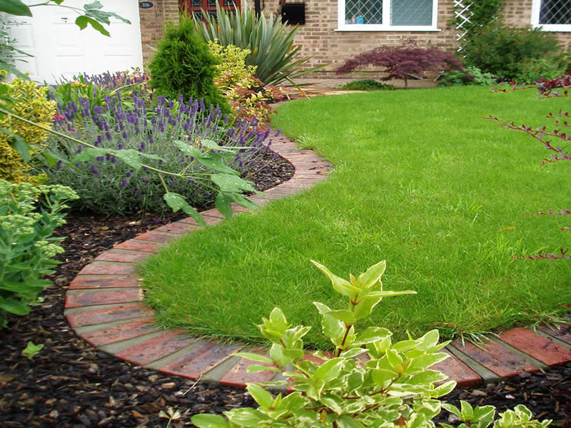 Home Small Garden Ideas On Pinterest Courtyard Gardens 400 x 300